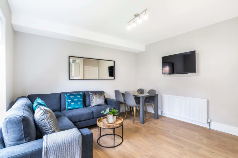 https://beyond-lettings.co.uk/wp-content/uploads/2020/08/16-Derwent-Water-Terrace_03-scaled.jpg
